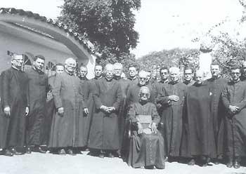Bishop de Castro Mayer and Campos priests