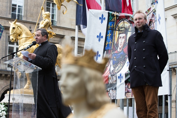 ©Francois Lafite/Wostok Press France, Paris 11/05/2014 Defile en hommage a Jeanne d Arc, en presence du president de l Institut Civitas Alain ESCADA, et de l abbe Xavier BEAUVAIS cure de Saint Nicolas du Chardonnet pour la Fraternite Sacerdotale Saint Pie X FSSPX. French catholic integrists demonstrate in tribute to Jeanne d Arc, with Civitas president Alain ESCADA and abbot Xavier BEAUVAIS.